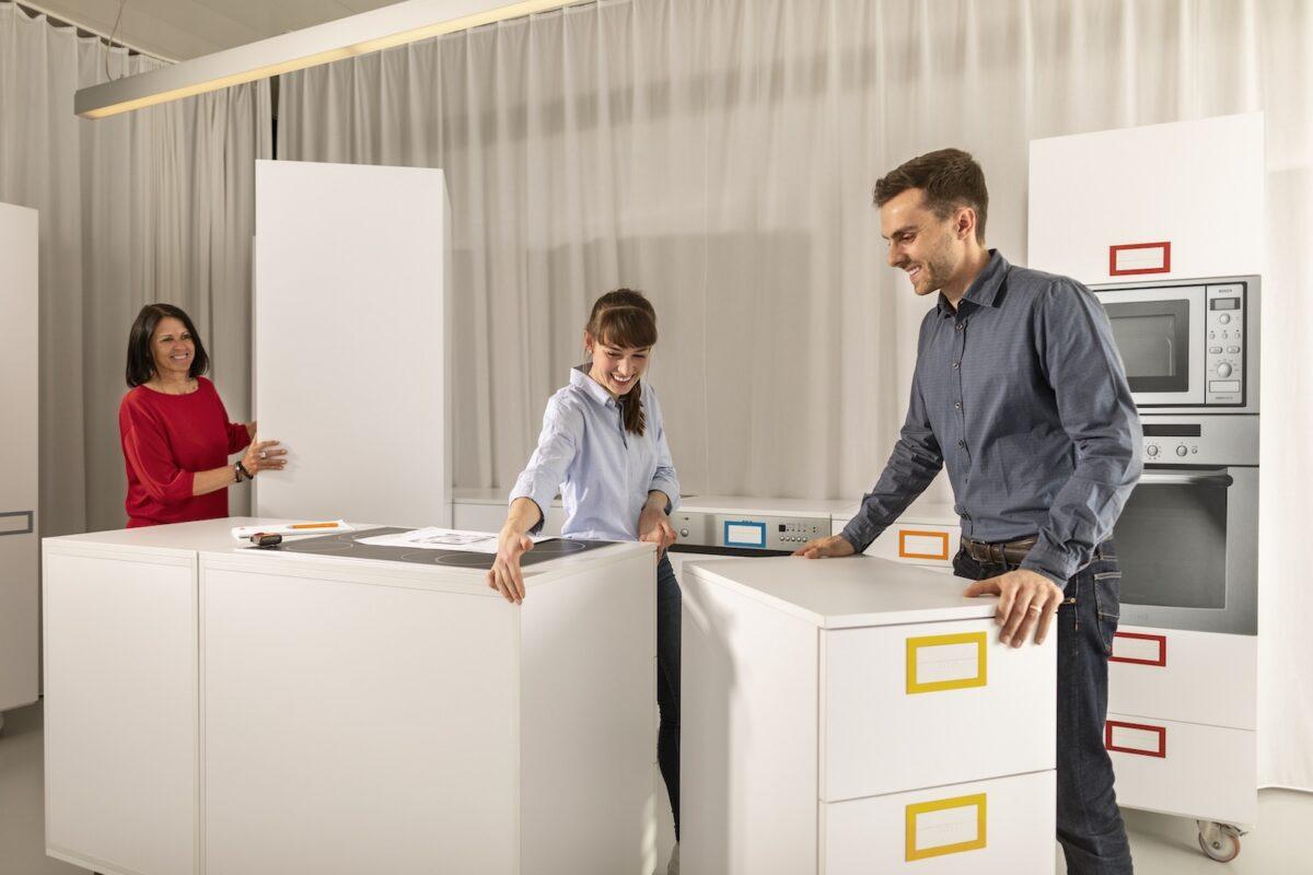 Was beim Autokauf selbstverständlich ist, gibt es im Blum Schauraum auch für die Küche – die Küchenprobefahrt