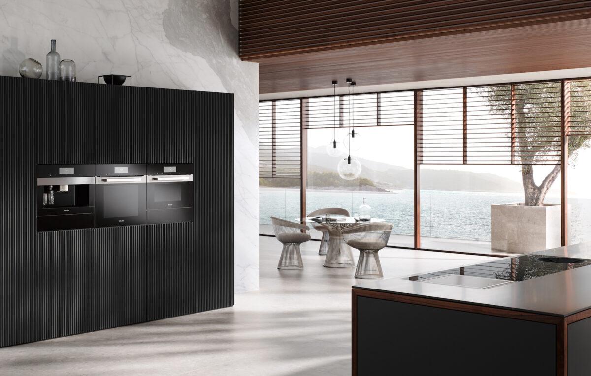Bei Miele wird die Wärmeschublade unter den eingebauten Kaffevollautomaten eingebaut. Foto: Miele