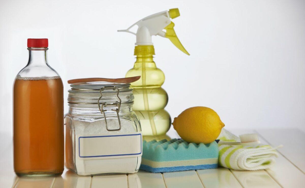 Die Spülmaschine lässt sich auch mit Hausmitteln sehr gut reinigen