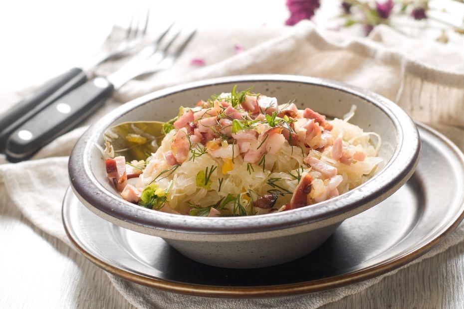 Mit Speck und Zwiebel bekommt das Sauerkraut eine besonders deftige Note