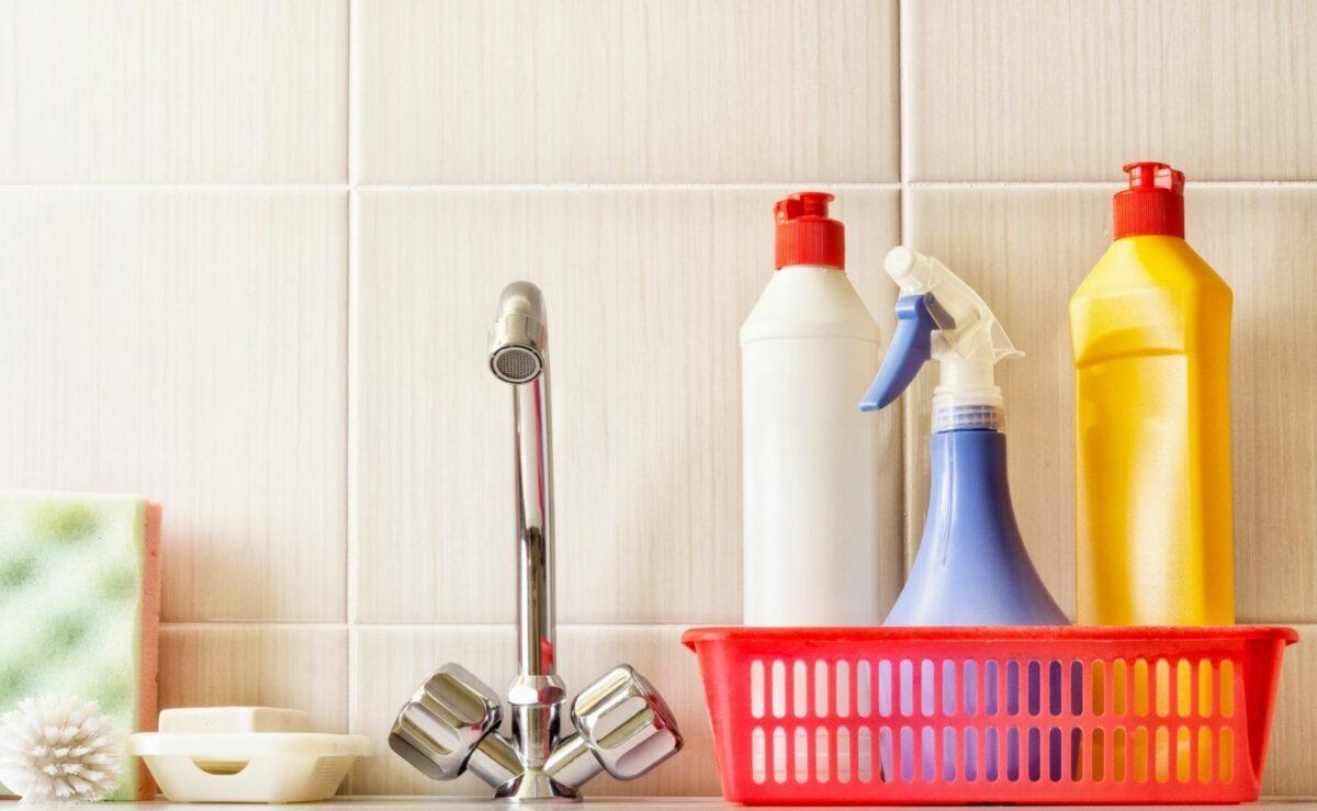 Für die Reinigung benötigst du keine Spezialreiniger: Wasser und etwas Spülmittel reichen aus